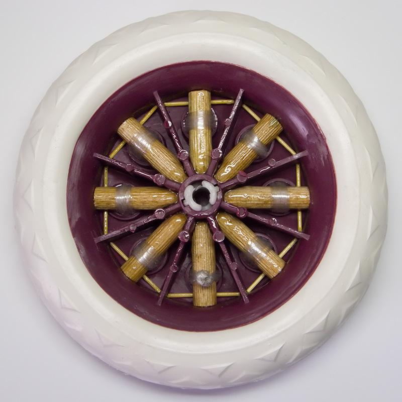 Армируем, связываем шканты-спицы в колесе верёвкой