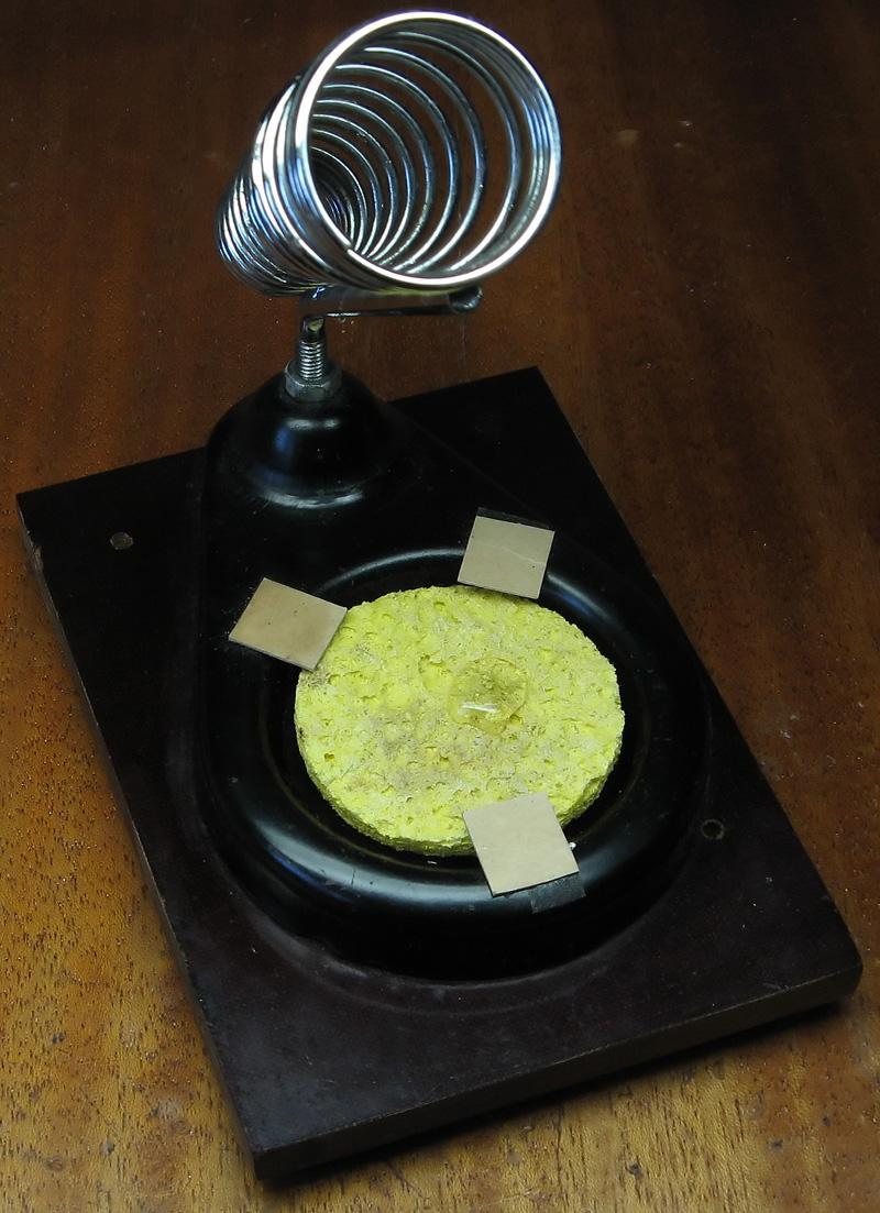 Как закрепить и чем смачивать целлюлозную губку для пайки