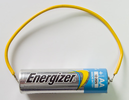 Какой максимальной силы ток, ампер, может выдать батарейка или аккумулятор - What max amperes generates the battery