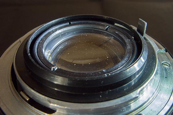 Как высветить, выявить пыль на линзе с помощью светодиодного фонарика - как правильно чистить оптику