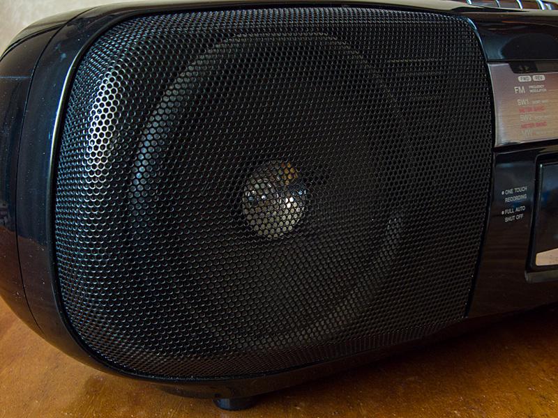 Липовые (фейковые, имитация) подвес диффузора и ВЧ-динамик магнитофона Sony