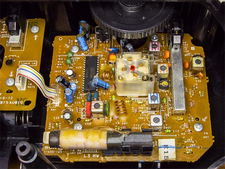 Плата стерео радио магнитофона Sony CFS-B7S. Качественное, сложное, механическое, аналоговое