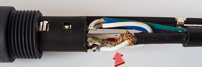 Паяльная станция Квик 202Д. Экранированный провод индукционного нагревателя. Оголённое место с 400 КГц и 90 Вт