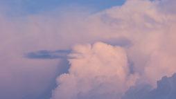 Фон-обои на рабочий стол. Облака сверху.