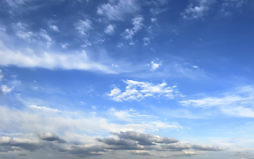 Фон-обои на рабочий стол. Небо синее облачное.