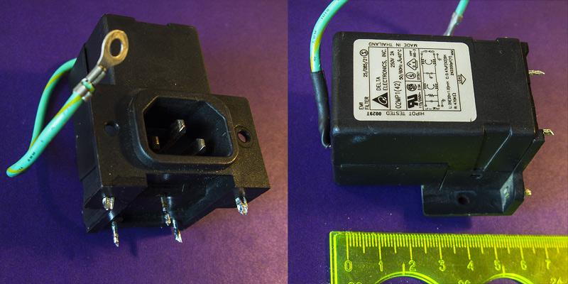 Сетевой фильтр, встроенный в розетку - компактный, содержит 2 контура из дросселей и шумоподавляющих конденсаторов