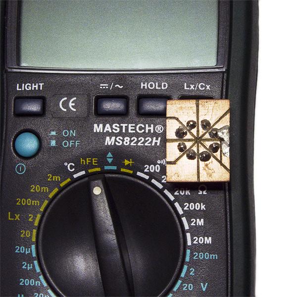 Приспособление в гнездо тестирования транзисторов мультиметра для чип и коротконогих
