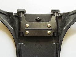 Втулки внутри спинки кресла для вставки спиц подголовника.