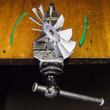 Как развернуть лопасти вентилятора, чтобы он дул в другую сторону.