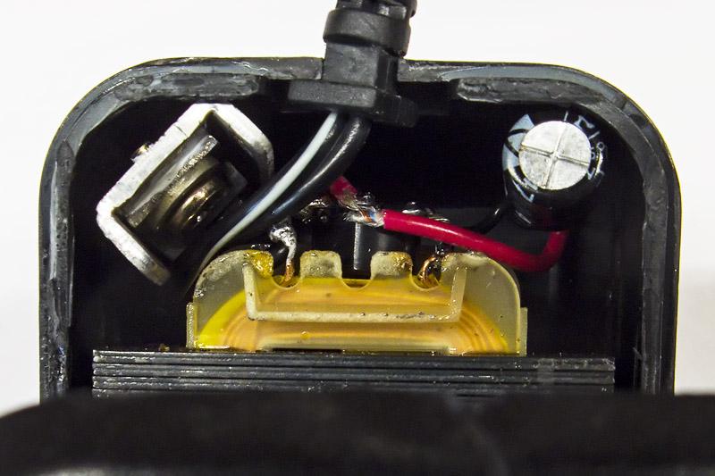 В маленькое пространство корпуса адаптера сетевого питания уместить выпрямитель, конденсатор, линейны стабилизатор LM317 со всей обвязкой, навесной монтаж, пайка