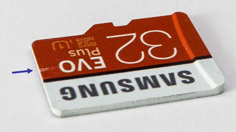Царапина на микроСД карте, сделанная ЮСБ-адаптером