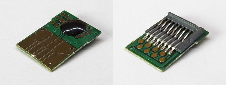 Плата внутри ЮСБ-СД-карта адаптера с обеих сторон
