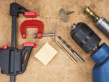 Как сделать роликовое жало паяльникку. Необходимые иснтрументы: струбцины, деревянный брусок, свело, дрель, бормашинка типа Дремель с дисковой пилой