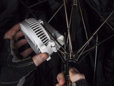 Как закрепить на спицах зонта ручной портативный вентилятор с Али