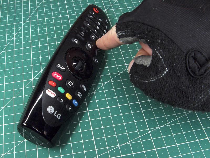 Кувыркучий пульт Magic от LG - при нажатии крайней кнопкина лежащем на столе пульте он перекувыркивается